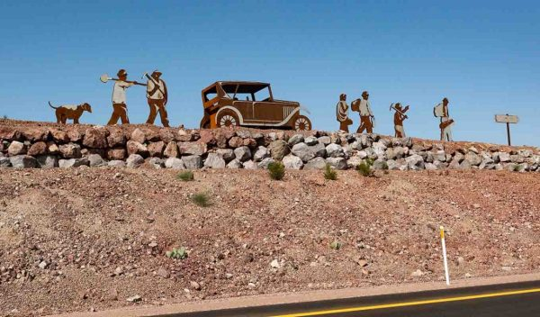 Sculpture of people going to work on the Hoover Dam