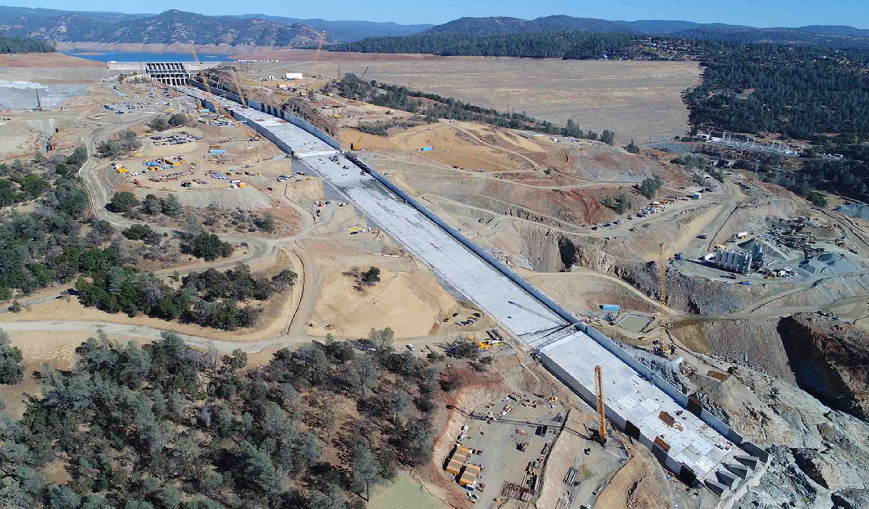 Oroville Dam Spillway Recovery Engineering and Construction